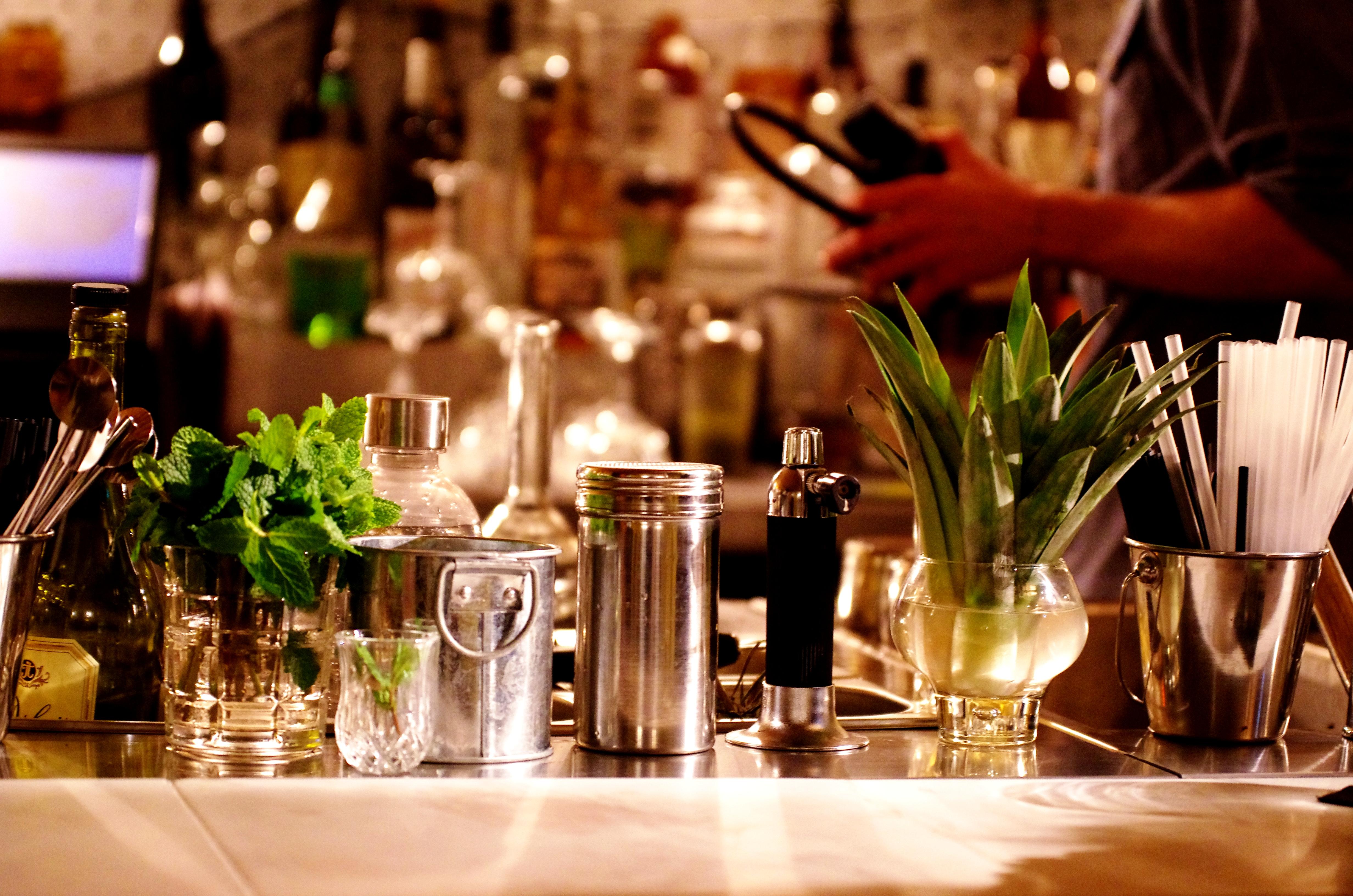 bar insolite paris le syndicat decouvrir ce bar avec les meilleurs cocktails de paris