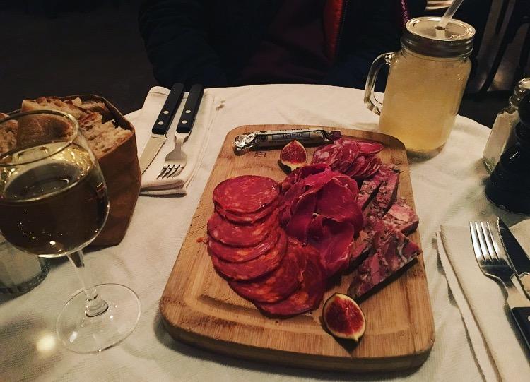 cafe des arts et metiers bars paris cocktail planchettes charcuterie fromage gin fizz sortir à paris gastronomie cocktails