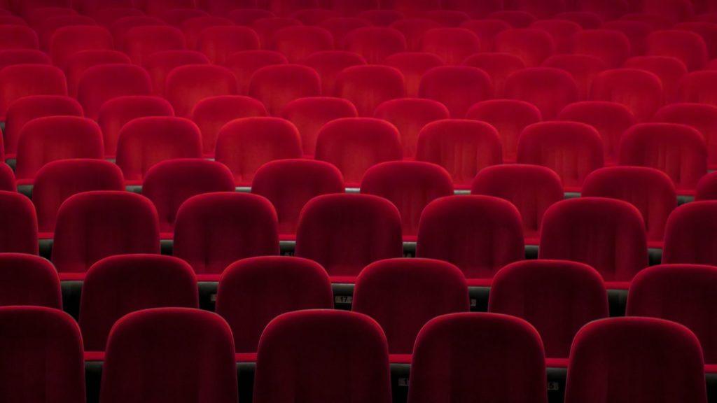 Une image contenant plein, chaise, rempli, rouge  Description générée automatiquement